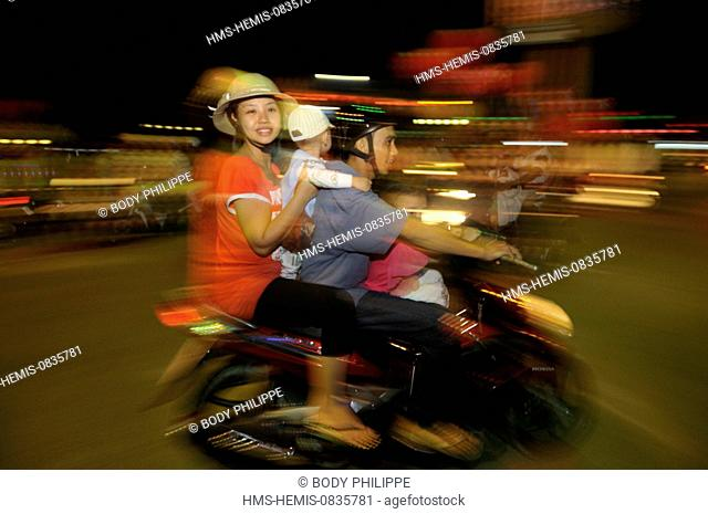Vietnam, Can Tho province, Mekong delta, Can Tho, people on their bikes on the vietnamese new year eve or Tet