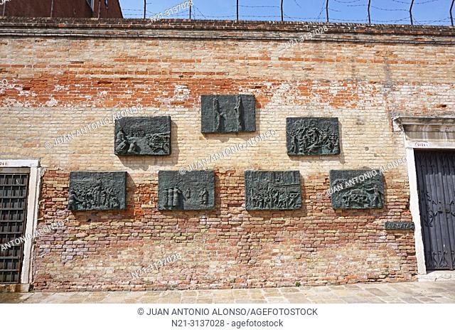 Holocaust Memorial plaques. The Jewish Ghetto, Cannaregio Sestiere. Venice, Veneto, Italy, Europe