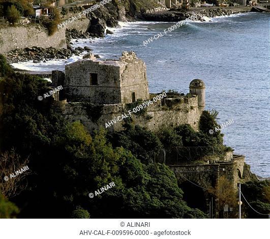 Ruins of the Castello di Villafranca, Moneglia (XII century), shot 2000 by Tatge, George for Alinari