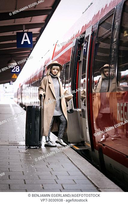 Fashion blogger Esra Eren aka @nachgestern stepping into regional train, travelling. At Munich central station, Germany