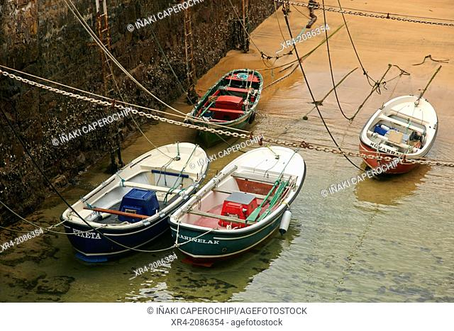 Boats at low tide, Marina, Zarautz, Guipuzcoa, Basque Country, Spain