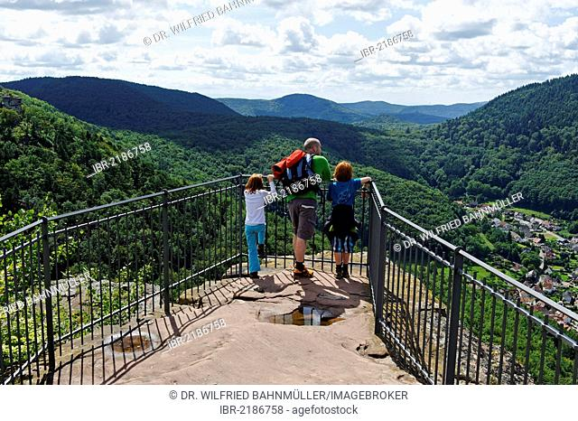 Family on the lookout of Burg Trifels Castle near Annweiler am Trifels, German Wine Route, Rhineland-Palatinate, Germany, Europe