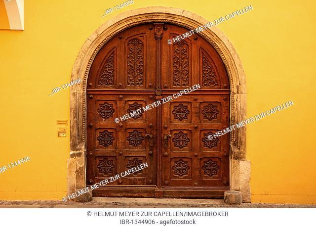 Old decoratively carved wooden door, Schwarze-Baeren-Str. 4, Regensburg, Upper Palatinate, Bavaria, Germany, Europe