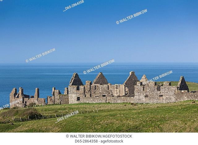 UK, Northern Ireland, County Antrim, Bushmills, Dunluce Castle ruins