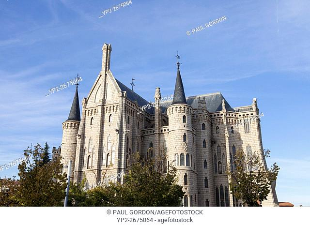 Astorga, Spain: The Episcopal Palace of Astorga was built by Catalan architect Antoni Gaudí between 1889 and 1913. Designed in the Catalan Modernisme style