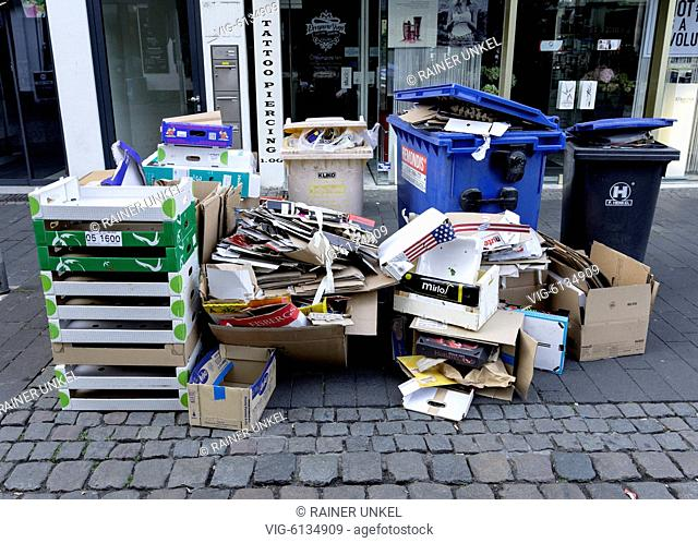 DEU , GERMANY : Waste paper and packaging are waiting for collection in Bonn , 01.08.2018 - Bonn, Northrhine-Westfalia, Germany, 01/08/2018