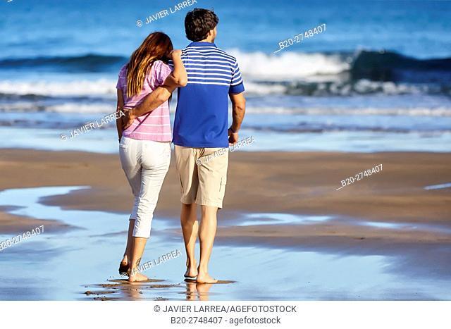Couple on the beach, Algorri, Zumaia, Gipuzkoa, Basque Country, Spain, Europe