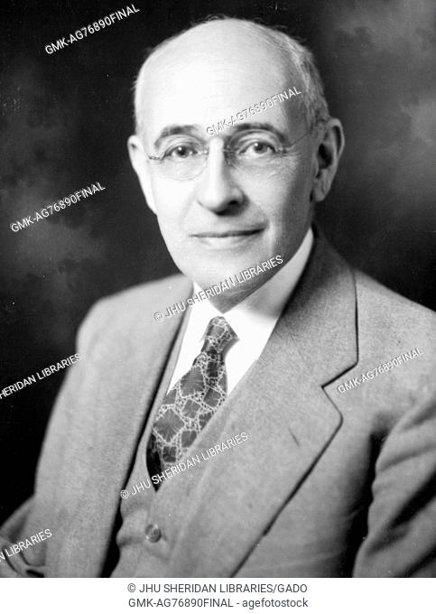 Portrait of the editor Abraham Cohen wearing glasses and a suit at 71 years of age, 1940
