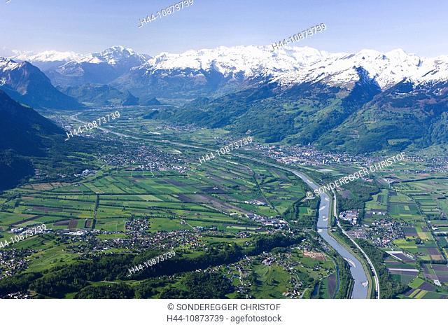 Fürstentum Liechtenstein mit Rhein