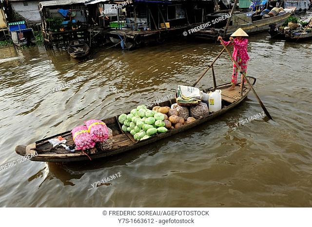 Asia,South East Asia,Vietnam,Cai Be floating market in Mekong Delta,South Vietnam