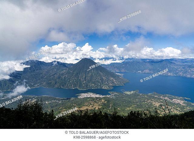 volcán San Pedro, suroeste de la caldera del lago de Atitlán en Guatemala. Tiene una altitud de 3. 020, lago de Atitlán ,Guatemala, Central America