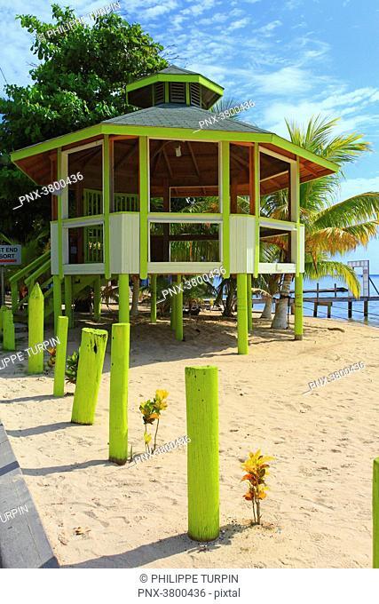 Honduras, Islas de la Bahia, Roatan Island. West End. Half Moon Bay