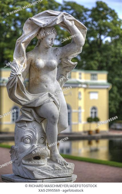 Garden Statue, Upper Bathhouse Pavilion (background), Tsarskoye Selo, Pushkin, UNESCO World Heritage Site, Russia