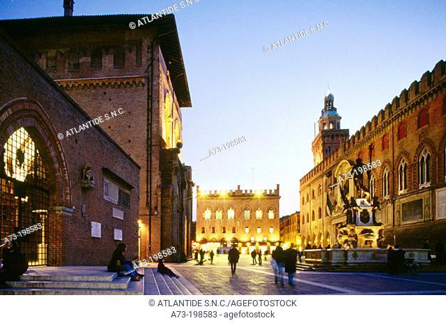 Piazza Maggiore (Main Square): Palazzo del Podestà (left), Fountain of Neptune and Palazzo Comunale (Town Hall, right). Bologna. Italy