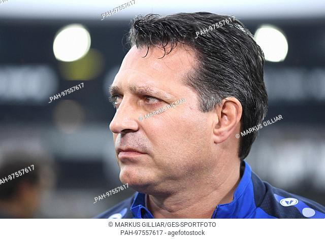 Trainer Alois Schwartz (KSC), Portrait, Portraet, Portrat, Kopf . GES/ Fussball/ 3. Liga: Karlsruher SC - VfR Aalen, 02.12
