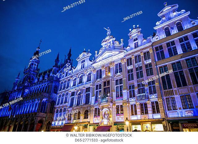 Belgium, Brussels, Grand Place, evening illumination of the Guild Halls