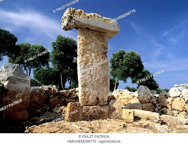 Spain, Balearic Islands, Minorca, taula of Binisafullet, a talayotic settlement dating around 1100 BC, a taula, a catalan word meaning table