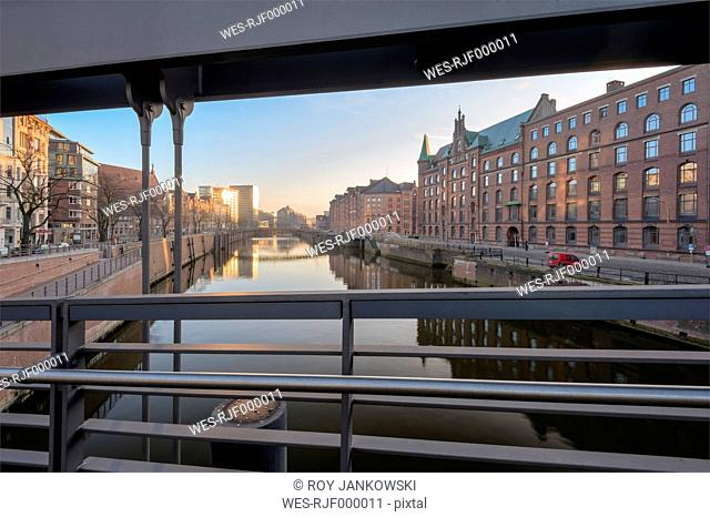 Germany, Hamburg, Speicherstadt, Zollkanal and bridge at sunrise