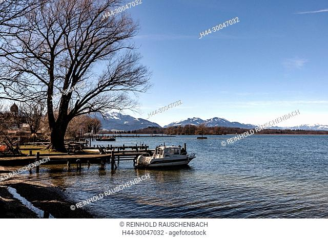 Liegeplätze der Fischerboote auf der Fraueninsel. Seit 400 Jahren leben Fischer auf der Insel. Derzeit be