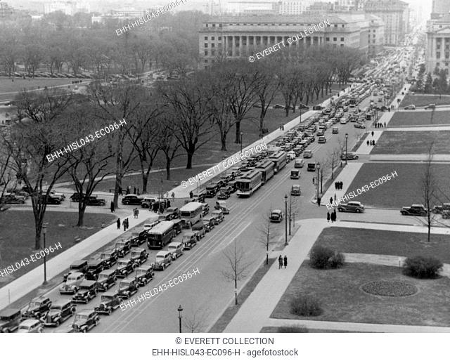 Washington D.C. traffic jam at 14th St. and the Mall, April 1937 (BSLOC-2016-10-119)