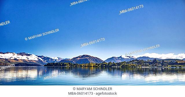 New Zealand, south island, lake Wanaka, Wanaka, mountains and mountain lakes, blue skys, panorama, summit
