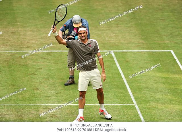 18 June 2019, North Rhine-Westphalia, Halle: Tennis: ATP-Tour singles, men, 1st round, Federer (Switzerland) - Millman (Australia)