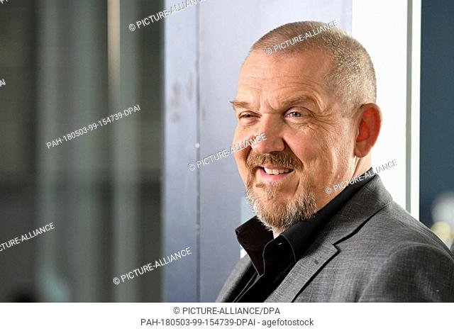 03 May 2018, Germany, Cologne: Actors Dietmar Baer as Freddy Schenk during the shooting of Tatort 'Tiefer Sturz' on set. Photo: Henning Kaiser/dpa