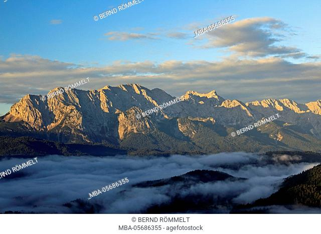 Germany, Bavaria, Upper Bavaria, Werdenfelser Land, Krepelschrofen, view of the Krepelschrofen on upper Wetterstein point, Wettersteinwand