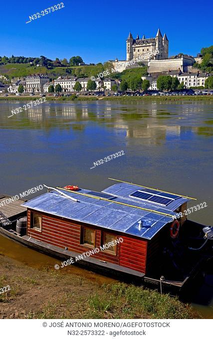 Saumur, Castle, Traditional boat, Chateau de Saumur, Saumur Castle, Maine et Loire, Loire Valley, Loire River, Val de Loire, UNESCO World Heritage Site, France