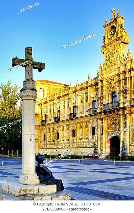 Pilgrim statue in front of the Convento de San Marcos, Leon, Spain