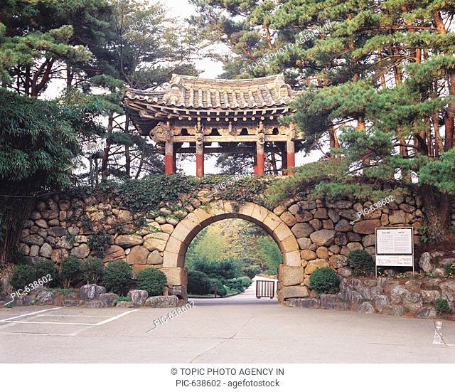 Hongyemun Gate,Naksansa Temple,Yangyang-gun,Gangwon,Korea