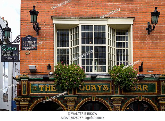 Ireland, Dublin, Temple Bar area, The Quays, pub exterior