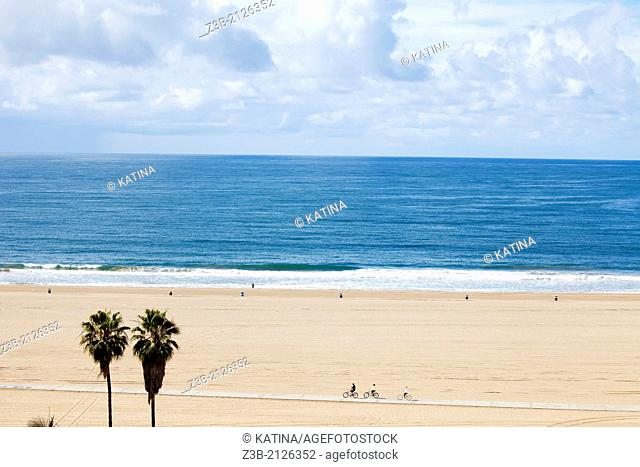 Horizontal aerial view of Santa Monica beach, as seen from the cliffs at Palisades Park, with view of vast expanse of sand, Los Angeles, California, USA