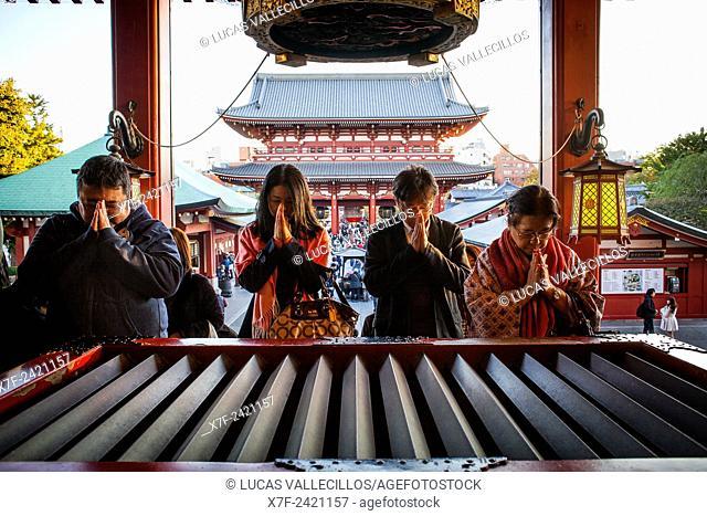 Praying , Senso-ji Temple, Asakusa,Tokyo, Japan