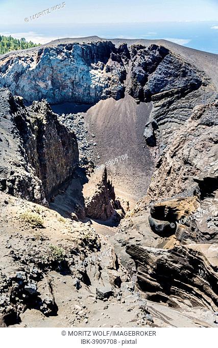 Hoyo Negro volcano crater, Ruta de los Volcanes, Volcano Route, Cumbre Vieja Nature Park, La Palma, Canary Islands, Spain