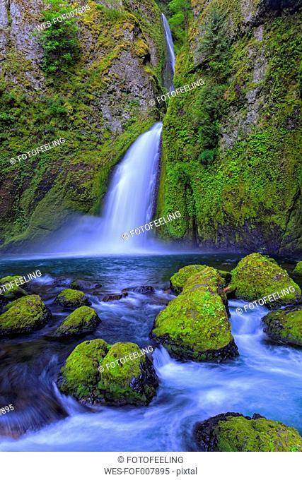 USA, Oregon, Multnomah County, Columbia River Gorge, Wahclella Falls