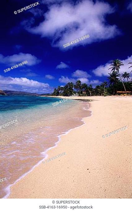 FIJI, YASAWA GROUP, SAWA-I-LAU ISLAND, WHITE SAND BEACH