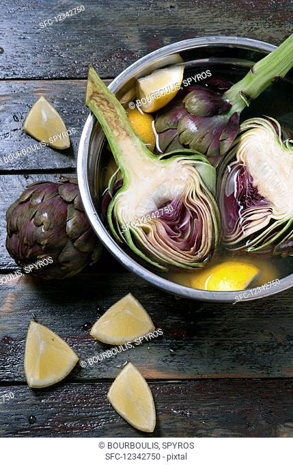 Tunisian artichokes soaking in lemon water
