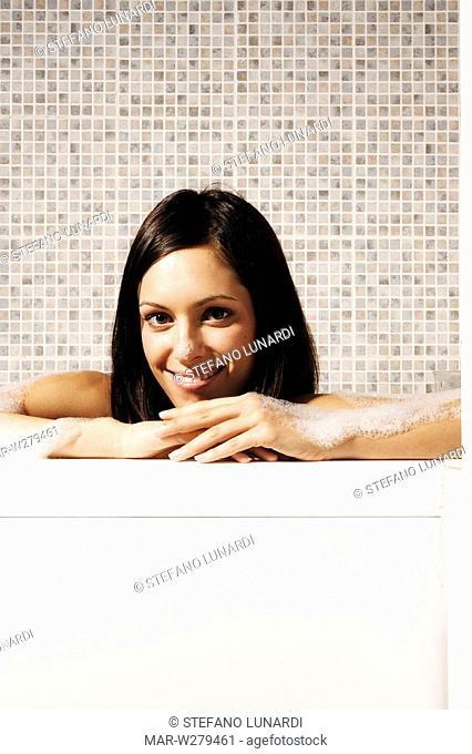 Pretty Woman Vasca Da Bagno.Woman Taking A Bath In Petals Stock Photo Picture And Rights