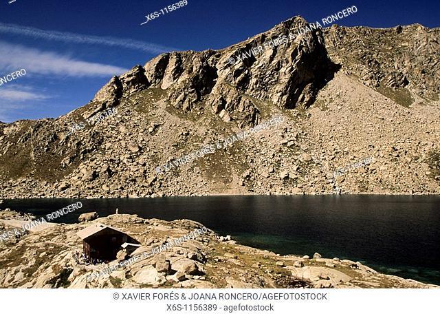Colomina mountain hut and lagoon -Estany de la Colomina-, Vall Fosca, Lleida, Spain