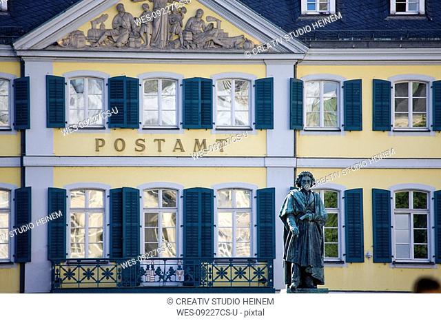 Germany, Bonn, Beethoven monument with Post Office in background
