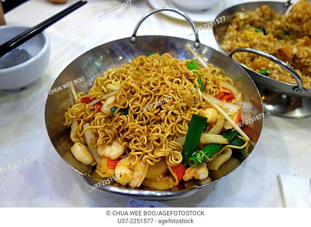 Seafood fried noodle