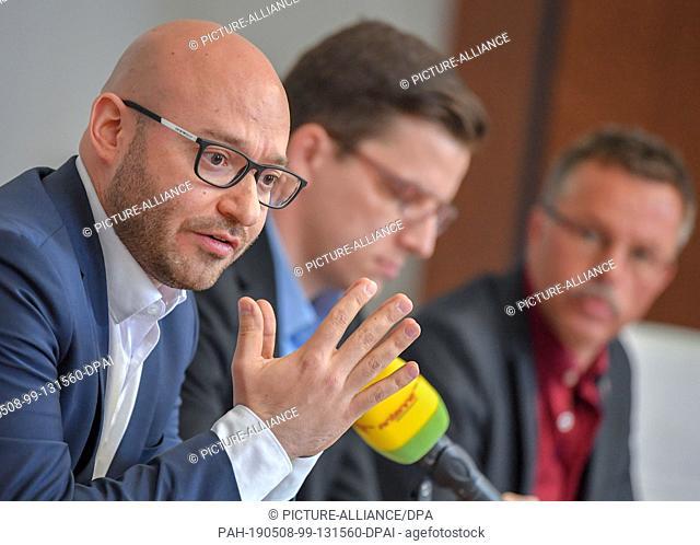08 May 2019, Brandenburg, Frankfurt (Oder): René Wilke (Die Linke), Lord Mayor of the City of Frankfurt (Oder), speaks at a press conference about his one-year...