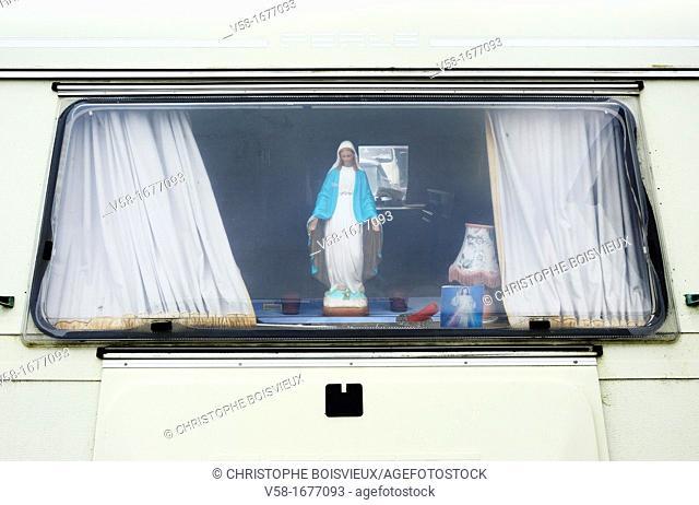 Ireland, County Clare, Milltown Malbay, Caravan window