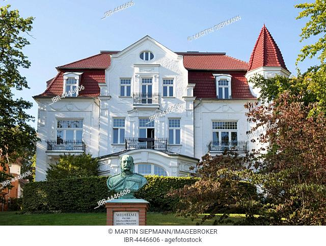 Kaiser Wilhelm Memorial in front of Villa Staudt, resort architecture, Heringsdorf, imperial baths, Usedom, Mecklenburg-Western Pomerania, Germany