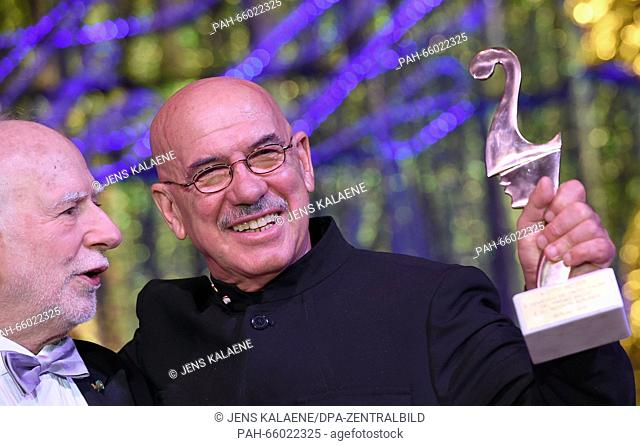 66th International Film Festival in Berlin, Germany, 19 February 2016. Italian film ball 'Notto delle Stelle': Event creator Massimo Mannozzi (L) hands a...