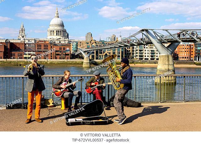 UK, England, London, Millennium Bridge and St. Paul's Cathedral