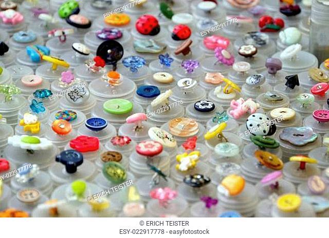 Stoffe und Kurzwaren auf dem Stoffmarkt