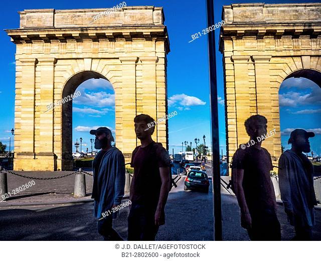 """France, Aquitaine, Gironde. """"""""Porte de Bourgogne"""""""" gate at Bordeaux"""
