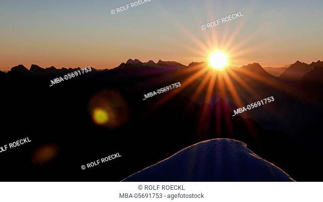 Sunrise and sunrays over the Karwendel with eastern Karwendel point and Birkkarspitze and Übersachallljoch and Bettelwurf